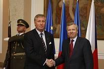 Předseda vlády Mirek Topolánek přijal v Praze 5. května generálního tajemníka NATO Jaapa de Hoopa Scheffera.