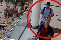 Policie hledá dva muže a ženu, kteří ukradli šperky za 190 tisíc korun.