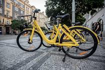 Bikesharing v podobě žlutých kol Ofo začal 16. října na pražském Strossmayerově náměstí.