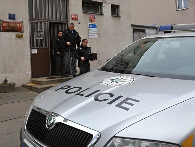 Rozsáhlou bezpečnostní akci nazvanou Únor uspořádali v závěru týdne policisté IV. obvodu pražské policie v součinnosti se strážníky, celníky i radnicí.