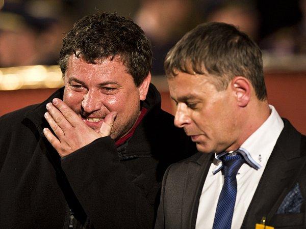 Režiséři Robert Sedláček a Filip Renč při slavnostním předávání státních vyznamenání na Pražském hradě.