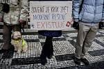Majitelé psů demonstrovali 26. ledna před pražským magistrátem proti solení chodníků.