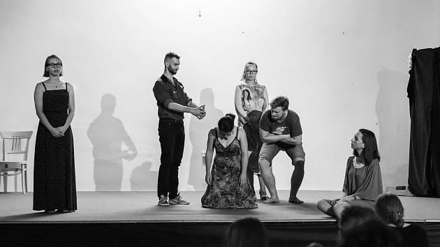 Noc divadel pořádá soubor Žumpa Nučice.