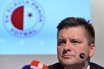 Trenér fotbalové Slavie Praha Dušan Uhrin.