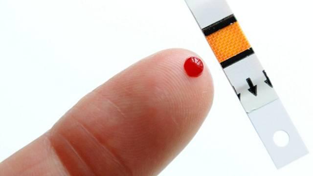 Měření hladiny cukru v krvi. Ilustrační foto.