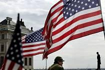 Konvoj vojenských historických amerických vozidel vyjel 30. dubna z centra Prahy na cestu do Plzně, kde začnou oslavy k 65. výročí osvobození města americkou armádou za 2. světové války.