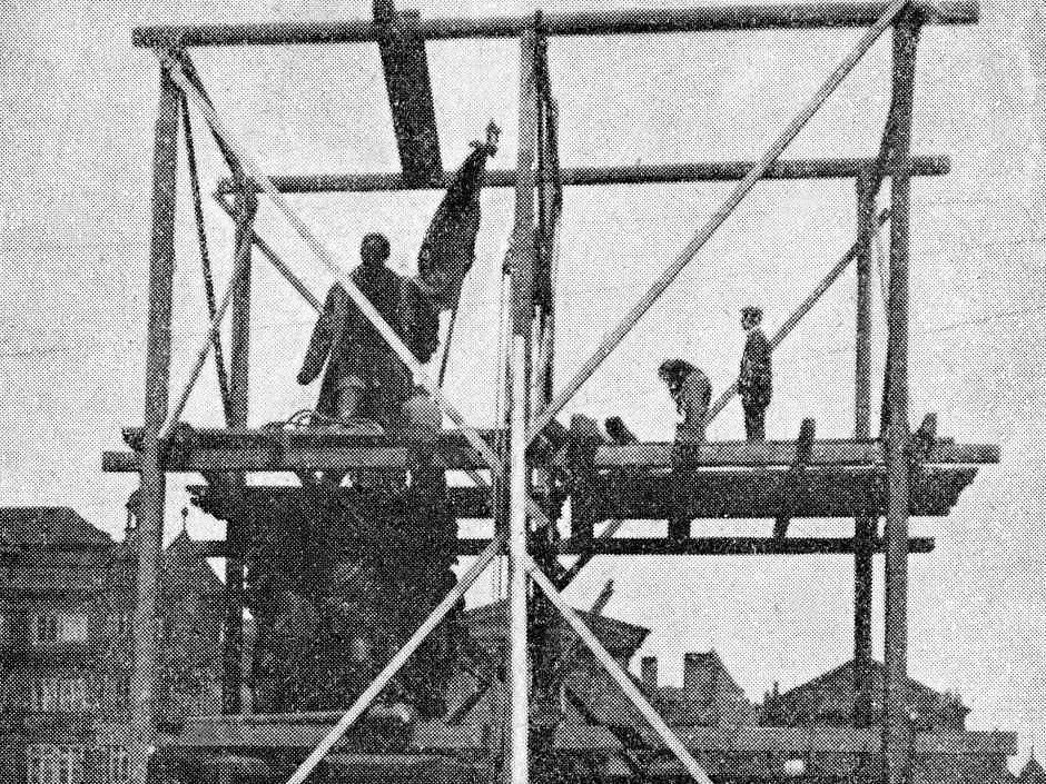 Radecký – Pomník maršála Radeckého byl nejdříve zakryt a poté postupně rozebrán. Jedním z důvodů odstranění byly údajné protesty italského velvyslanectví, které vidělo Radeckého jako nepřítele italského sjednocení.