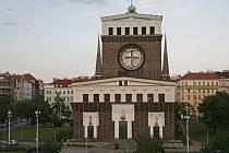 Kostel Nejsvětějšího srdce Páně na náměstí Jiřího z Poděbrad v Praze.