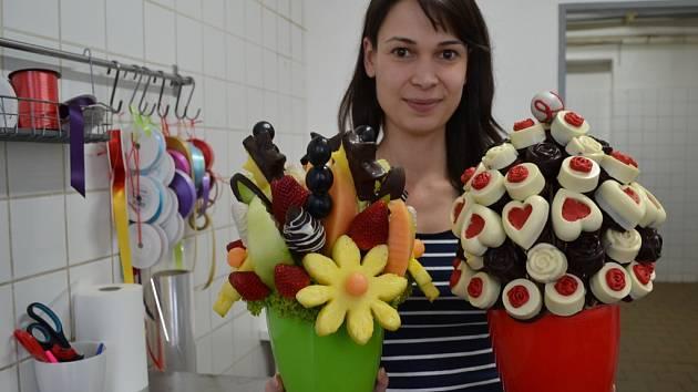 Klára Sezgin je spolumajitelkou firmy, která vyrábí a rozváží po Česku ovocné, čokoládové a dortové kytice, bonboniéry i muffiny.