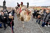 Tříkrálový průvod Prahou - Centrem Prahy prošel 5. ledna 2020 za velkého zájmu lidí tříkrálový průvod, který připomíná konec Vánoc a upozorňuje na každoroční charitativní sbírku. V čele procesí tradičně vyjeli tři jezdci na velbloudech, odění jako mudrci,