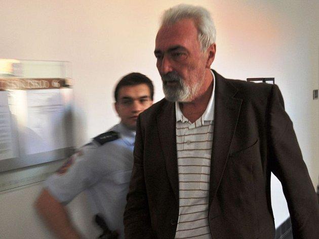 Václav Valtera podle pražského městského soudu na svou bývalou manželku nastražil láhve vodky s jedovatým obsahem