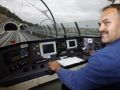 DEN ESKA. Jeho velkým lákadlem byly zvláštní vyhlídkové jízdy vlakem Regionova po nedávno otevřeném Novém spojení.