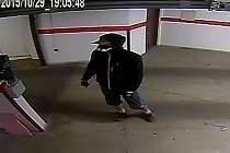 Incident se odehrál okolo devatenácté hodiny v ulici Klauzova v tamní garáži