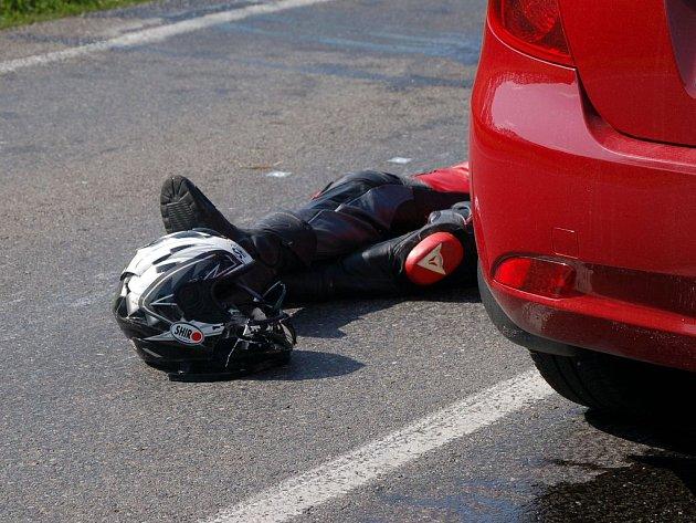MOTORKÁŘI. Čím dál častěji bývají viníky, ale i obětmi dopravních nehod.