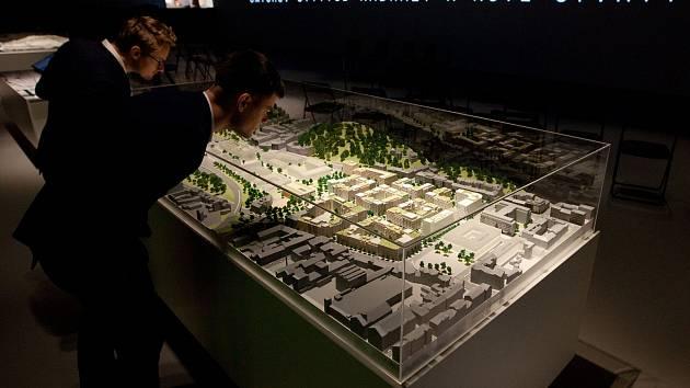 Výstava k projektu Smíchov City v IPR v areálu Emauzy.