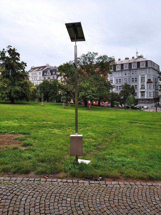 Mlhoviště v Praze 2. Riegrovy sady (vzadu Chopinova ulice).