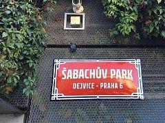 V Dejvicích mají nový Šabachův park, místo se jmenuje po autorovi předlohy ke slavnému filmu Pelíšky.
