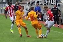 Deváté kolo druhé nejvyšší fotbalové soutěže v pátek odpoledne odstartovalo derby Žižkov - Dukla.