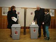 První den prezidentských voleb hlasoval i Václav Klaus, 11. ledna 2013