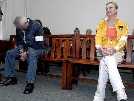 MONIKA CHOVANCOVÁ. Rozsudek o patnáctiletém trestu přijala klidně a s úsměvem, po celou dobu soudního líčení na sobě nedávala znát takřka žádné emoce.