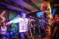 V klubu Modrá Vopice odehráli Plexis poslední pražský koncert v aktuální sestavě. Jako hosté jim k tomu zahráli Arrogant Twins.