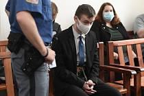 Obžalovaný Ondřej Kos stanul 19. června 2020 před senátem Městskému soudu v Praze, který začal projednávat loňské ubodání bezdomovce v pražských Vršovicích.