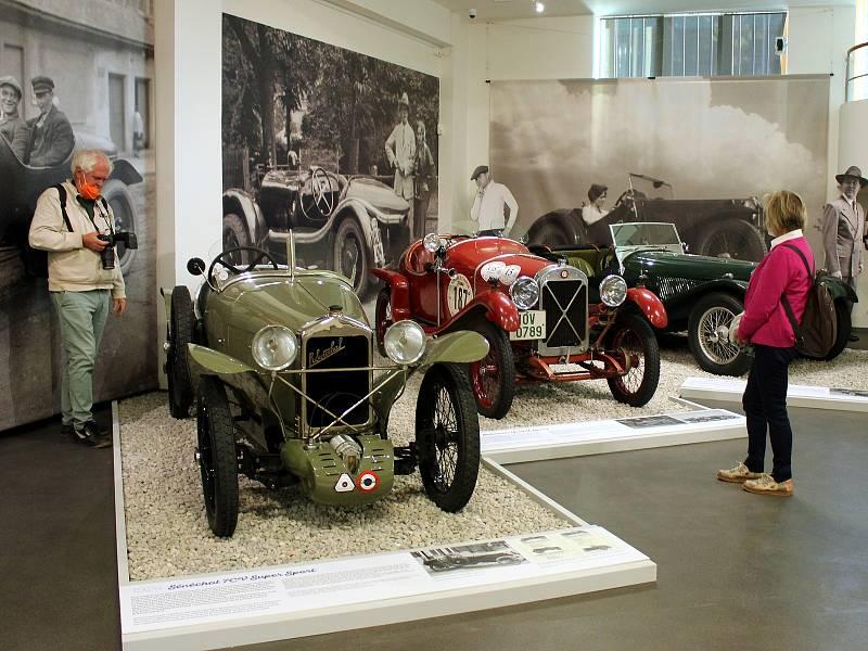 Z výstavy Vavříny s vůní benzínu v Národním technickém muzeu.
