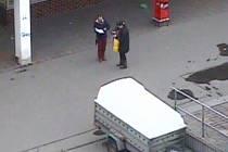 Svědek zavolal policii na podezřelé výběrčí
