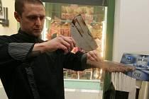 Muzeum Čokolády mapující 3000 let starou historii, spolu s ukázkou výroby pravých belgických pralinek a s unikátní výstavou čokoládových obalů. Muzeum se nachází u Staroměstského náměstí.