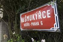 Mezi ulicemi: Na Šmukýřce, Nad Turbovou a Kvapilova – Praha 5 Košíře. Strach obyvatel o zástavbu zeleně.