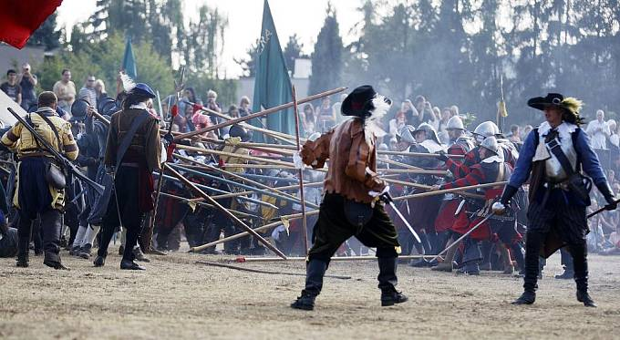 NA BÍLÉ HOŘE. Krvavá historie ožila v rekonstrukci bitvy, ve které prohrály české stavy s císařskou armádou.