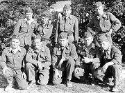 Hasiči – Velitel dobrovolných hasičů Jaroslav Valtr s družstvem. Za druhé světové války museli být připraveni na likvidaci požárů a záchranné práce po případných spojeneckých náletech.