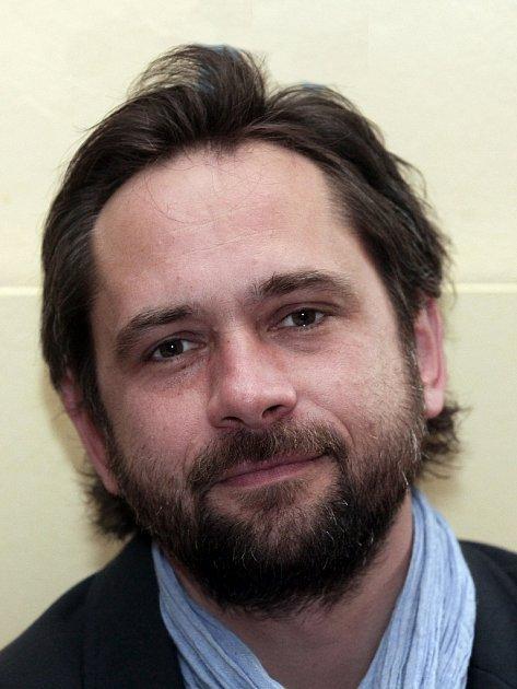 Herec Filip Čapka.