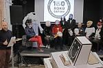 Tisková konference k 7. ročníku Sametového posvícení. 17. listopad je dnem za svobodu a demokracii, zbraně tohoto průvodu jsou satira ,masky a živá hudba, tentokrát s názvem 100 ROKŮ SATIRY: SITUACE JE NADMÍRU VÝTEČNÁ!  Slavnostní zahájení průvodu je 17.l