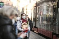 Respirátory v centru Prahy ve čtvrtek 25. února 2021.