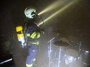 Požár v hudební zkušebně.