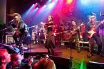 Finská kapela Leningrad Cowboys v sobotu večer vystoupila v Kulturním centru Vltavská.