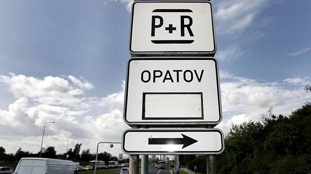 Záchytné parkoviště P + R. Ilustrační foto.
