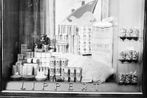 Výloha lahůdkářství Lippert.