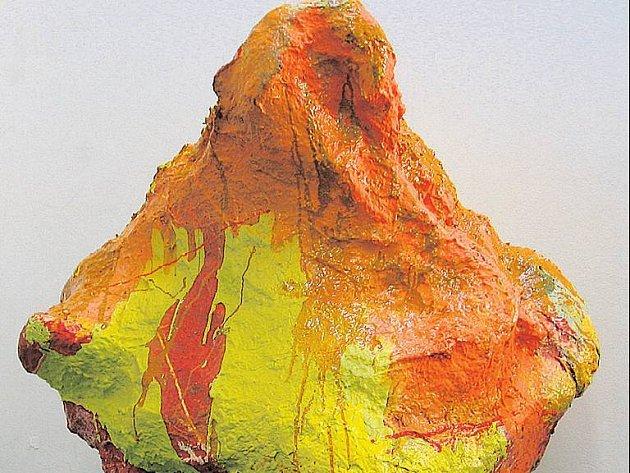 ART BASTARD. Mix stylů dokládá i skulptura Franze Westa.