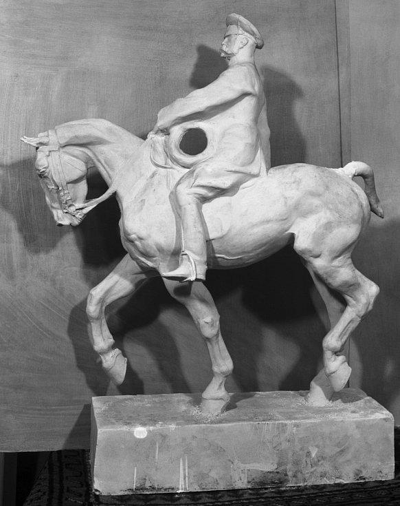 Socha TGM. Tomáš Garrigue Masaryk byl oblíbeným modelem akademického malíře Ludvíka Vacátka, který vynikal i jako sochař. Na snímku socha z roku 1937.