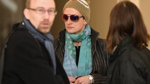 Advokátka Michaela Salačová u soudu.