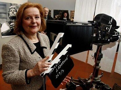 Slovenská herečka Magda Vašaryová na výstavě Františka Vláčila Zápasy.