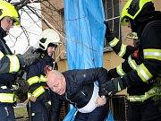 Taktické cvičení pražských hasičů v bývalém hotelu Opatov.