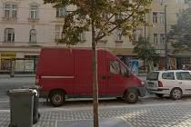 Součástí revitalizace Moskevské ulice v pražských Vršovicích je i výsadba stromů.