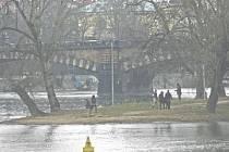 STŘELECKÝ OSTROV patří mezi oblíbená místa Pražanů. Často se zde konají i koncerty, workshopy nebo další akce pod širým nebem. Za příznivého počasí tu funguje také letní kino