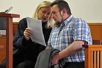 Tříletou podmínku se zkušební dobou na čtyři roky dostal nepravomocně u Městského soudu v Praze 54letý Jiří Valášek, který se 4. prosince 2011 popral se 72letým seniorem na benzinové pumpě ve Vršovicích.