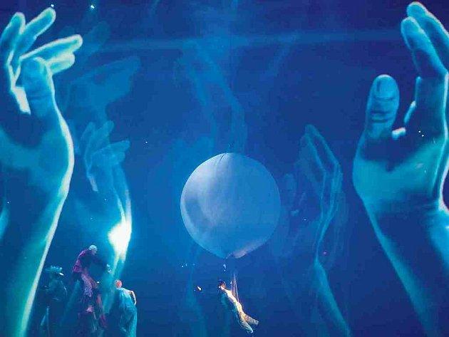 OSLNIVÝ CIRKUS. V Praze se objeví velkolepá show Delirium souboru Cirque du Soleil.