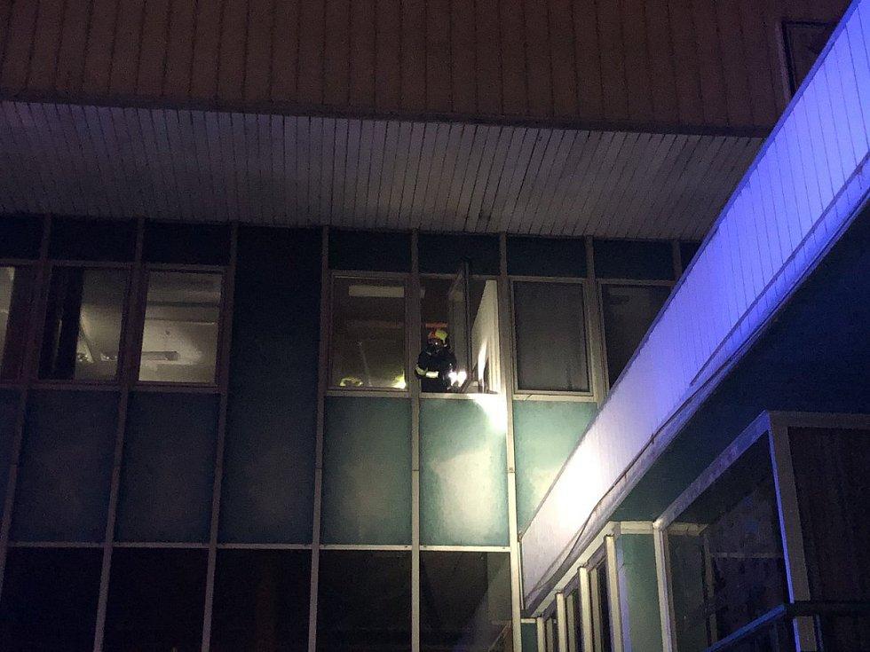 Na Smíchově hořely kanceláře ve sportovní hale.