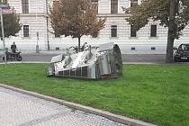 Torzo tanku na náměstí Kinských.